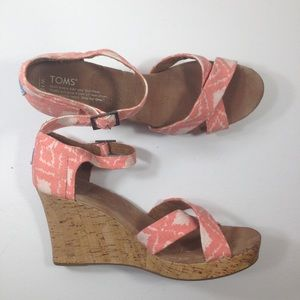 TOMS 12W salmon pink Ikat wedges cork wedges